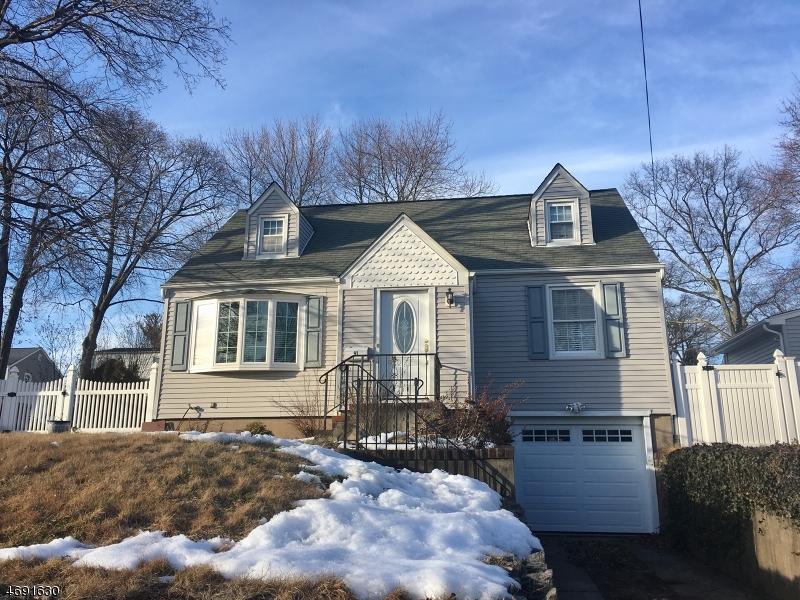 Maison unifamiliale pour l Vente à 91 Waldwick Avenue Waldwick, New Jersey 07463 États-Unis
