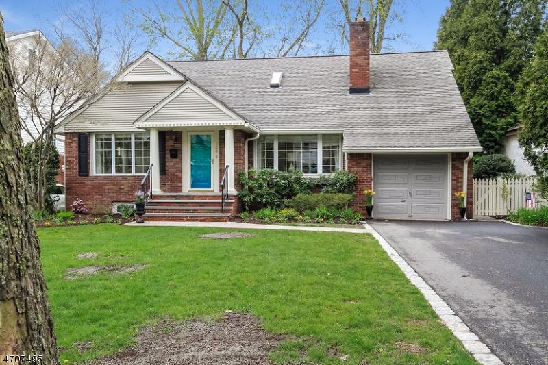 Maison unifamiliale pour l Vente à 144 Rodney Street Glen Rock, New Jersey 07452 États-Unis