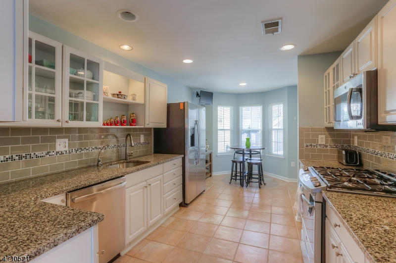 Частный односемейный дом для того Аренда на 375 Digaetano Ter West Orange, Нью-Джерси 07052 Соединенные Штаты