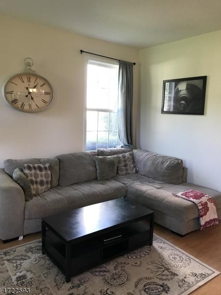 Maison unifamiliale pour l à louer à 113 Cambridge Drive Nutley, New Jersey 07110 États-Unis