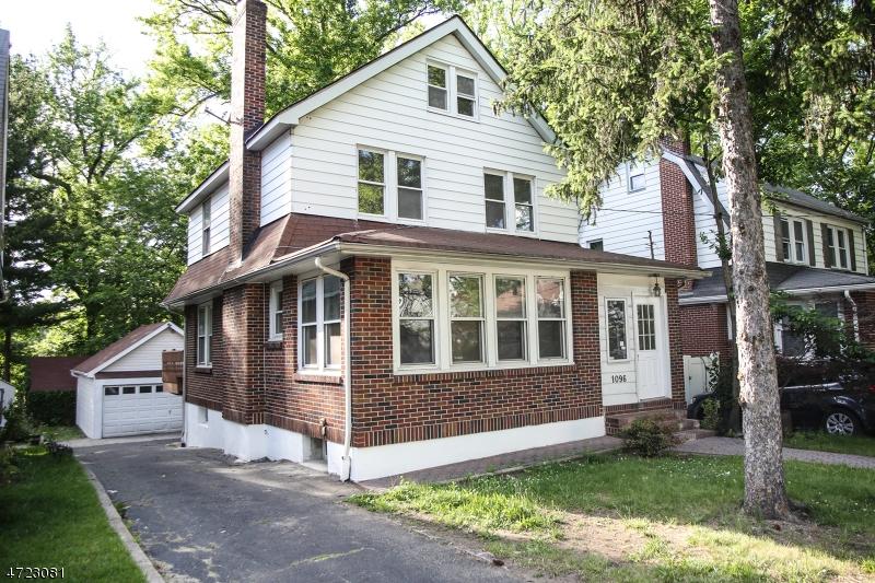 Частный односемейный дом для того Продажа на 1096 Queen Anne Road Teaneck, 07666 Соединенные Штаты