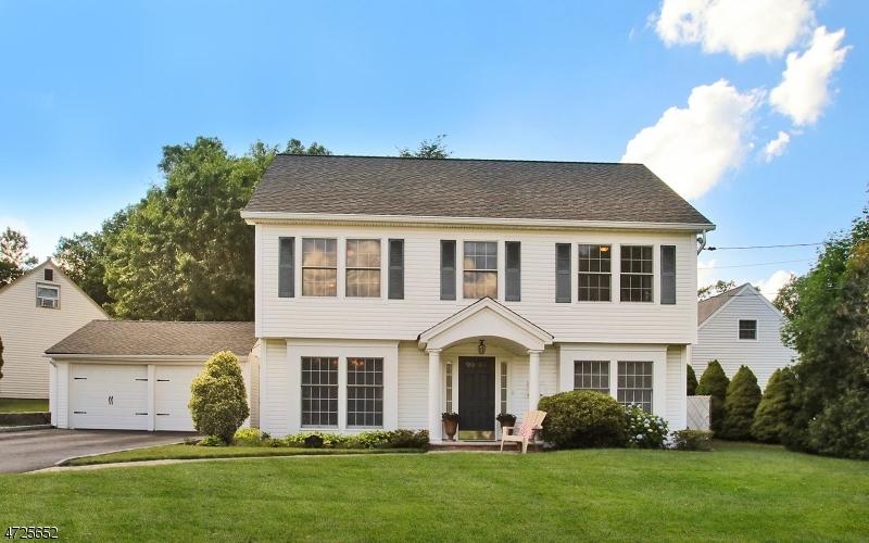 Maison unifamiliale pour l Vente à 87 Cedar Street Midland Park, New Jersey 07432 États-Unis