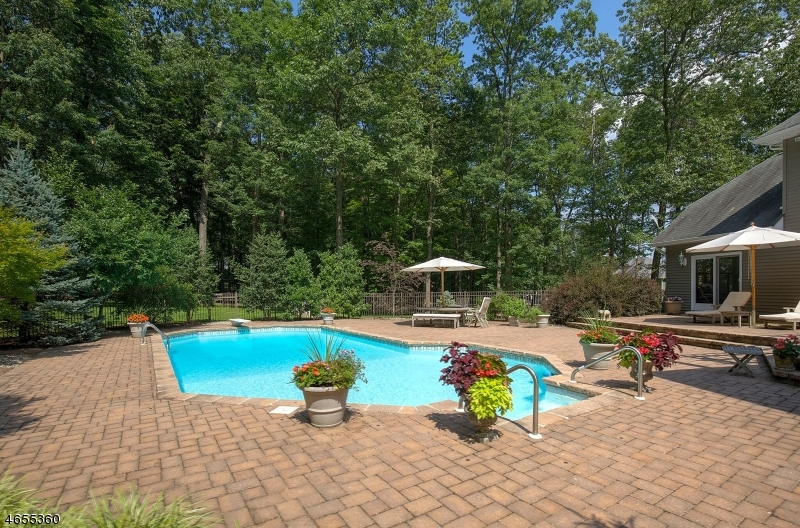 Additional photo for property listing at 18 Coddington Lane  Tewksbury Township, Nueva Jersey 07830 Estados Unidos