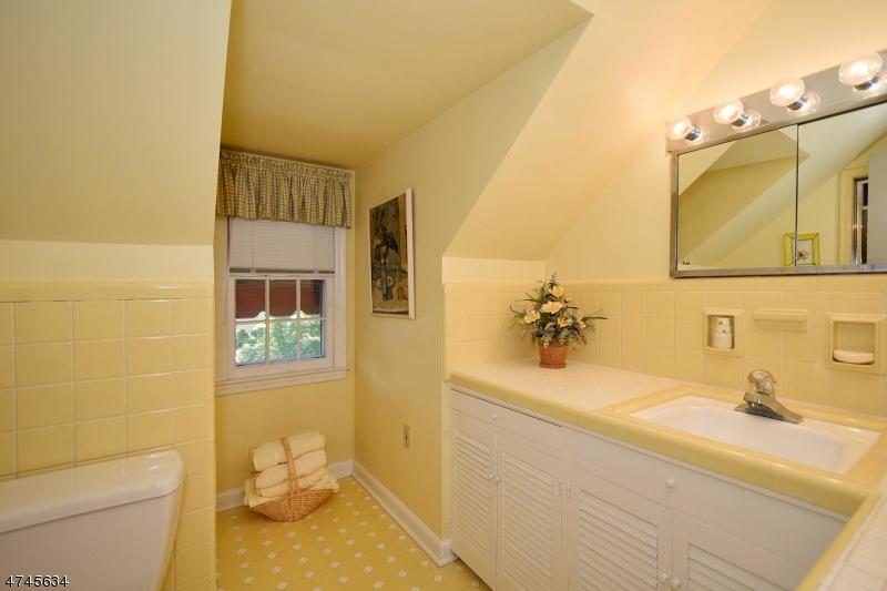Additional photo for property listing at 585 Hillside Avenue  Mountainside, Нью-Джерси 07092 Соединенные Штаты