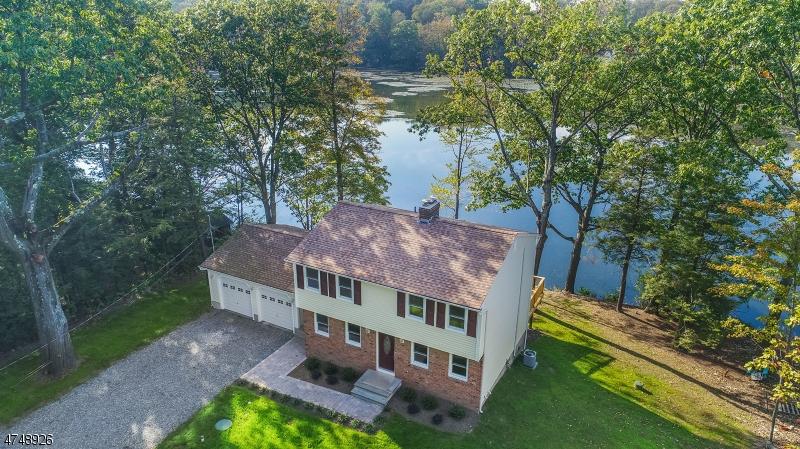独户住宅 为 销售 在 8 Commanche Lane 西米尔福德, 新泽西州 07421 美国