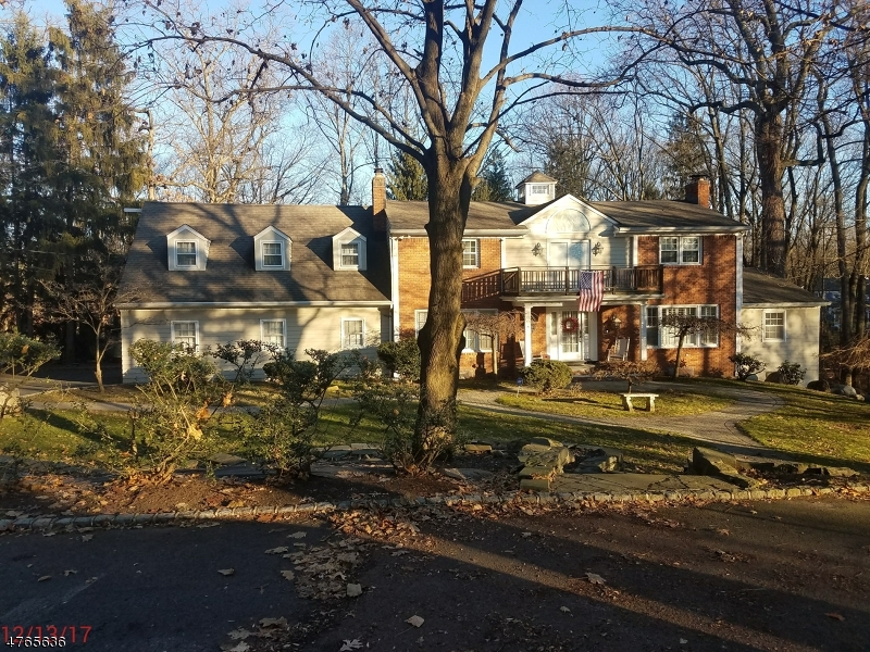 Single Family Home for Sale at 27 Holmehill Lane Roseland, New Jersey 07068 United States