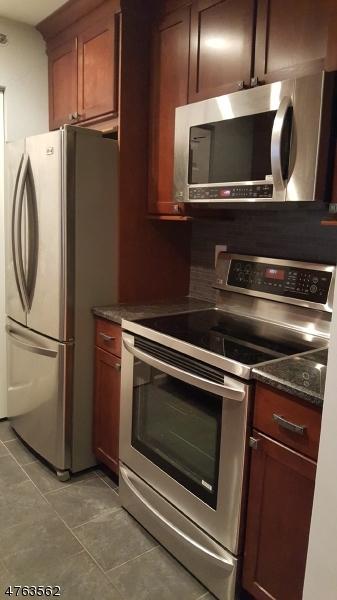 独户住宅 为 销售 在 25 CREST ST UNIT 209 Westwood, 新泽西州 07675 美国