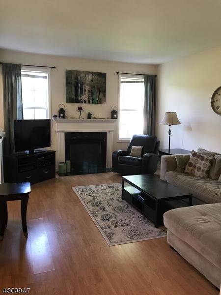 Кондо / дом для того Аренда на 113 Cambridge Drive Nutley, Нью-Джерси 07110 Соединенные Штаты