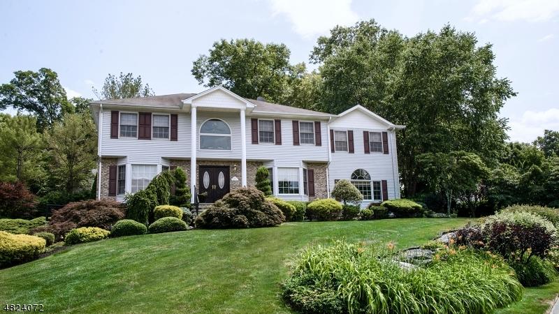 Vivienda unifamiliar por un Venta en 106 NATALIE Court Bloomingdale, Nueva Jersey 07403 Estados Unidos