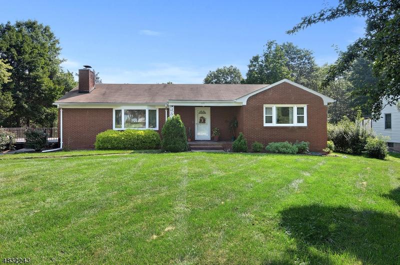 Property pour l Vente à 426 COUNTRY CLUB Road Bridgewater, New Jersey 08807 États-Unis