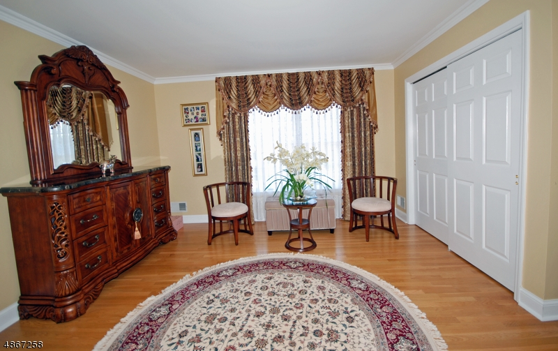 Additional photo for property listing at 31 Totten Drive  Bridgewater, New Jersey 08807 United States