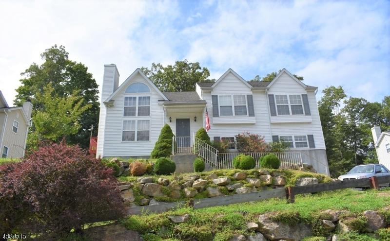 Частный односемейный дом для того Продажа на 16 CRESTVIEW Drive Stanhope, Нью-Джерси 07874 Соединенные Штаты