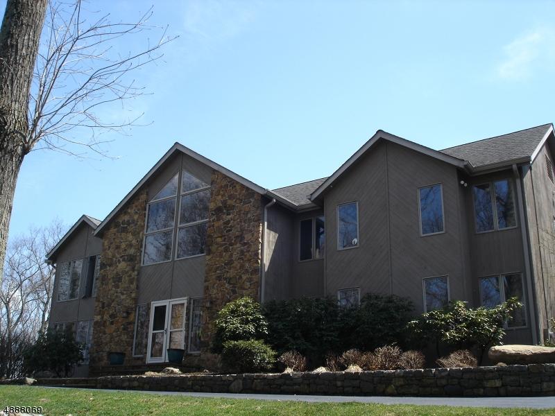 Villa per Vendita alle ore 2 REGER Road Roxbury Township, New Jersey 07836 Stati Uniti