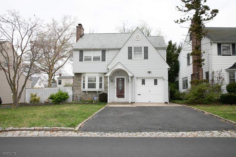 Частный односемейный дом для того Продажа на 1935 OAKWOOD PKY Union, Нью-Джерси 07083 Соединенные Штаты