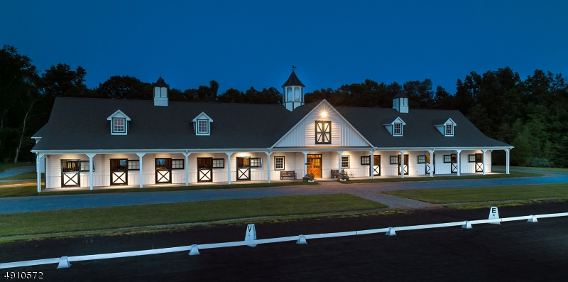 Single Family Homes للـ Sale في Franklin, New Jersey 08801 United States