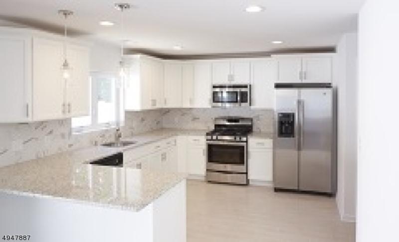Single Family Homes pour l Vente à Roselle, New Jersey 07203 États-Unis
