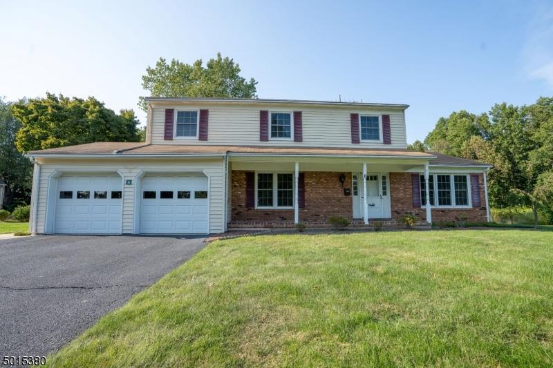 Single Family Homes para Venda às East Hanover, Nova Jersey 07936 Estados Unidos