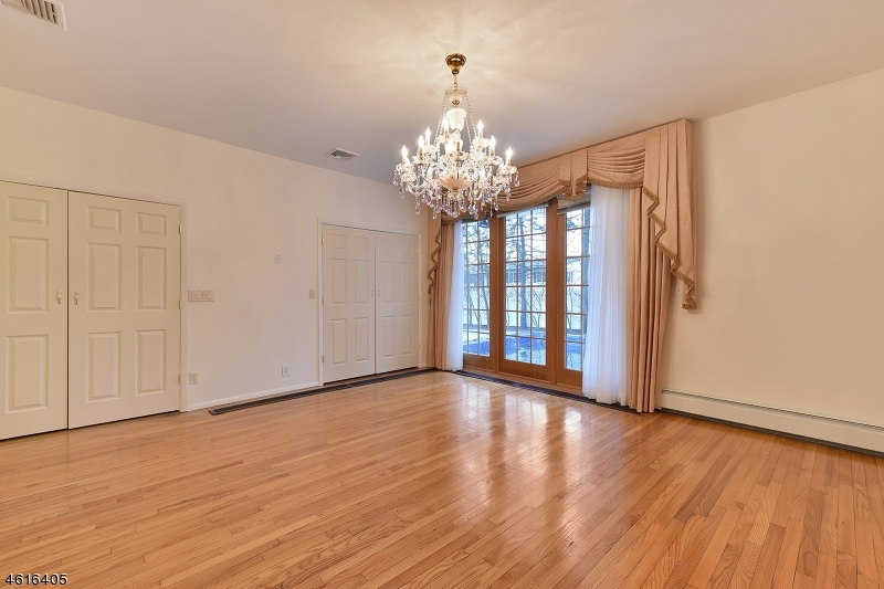 Additional photo for property listing at 676 Terhune Road  Ridgewood, New Jersey 07450 États-Unis