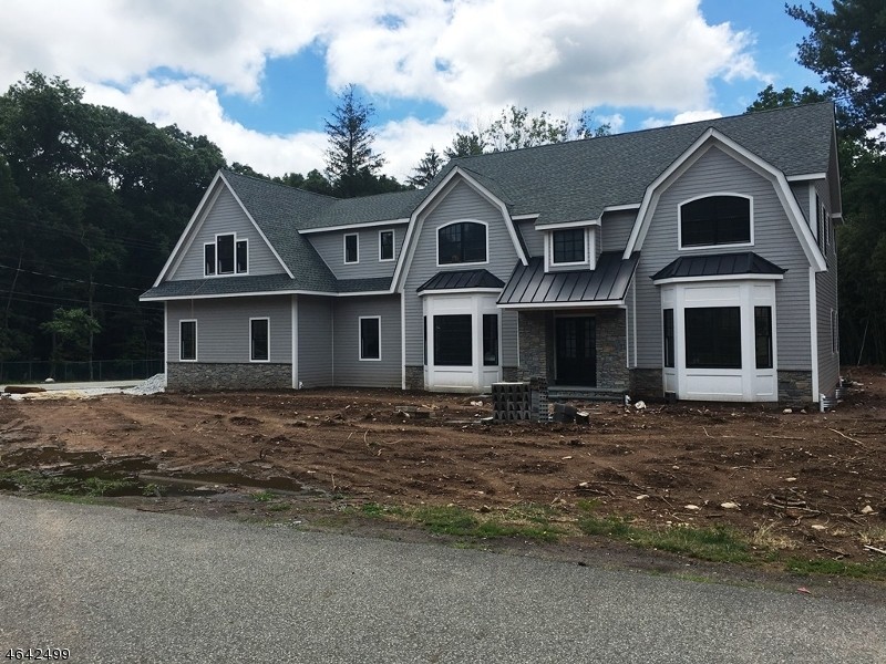 Single Family Home for Sale at 2 Sherwood Wyckoff, 07481 United States