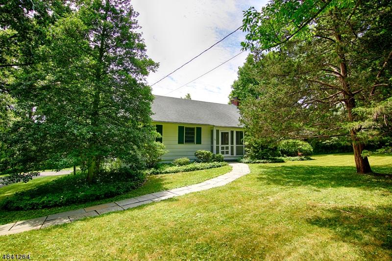 Частный односемейный дом для того Продажа на 54 Hull Road Bernardsville, Нью-Джерси 07924 Соединенные Штаты