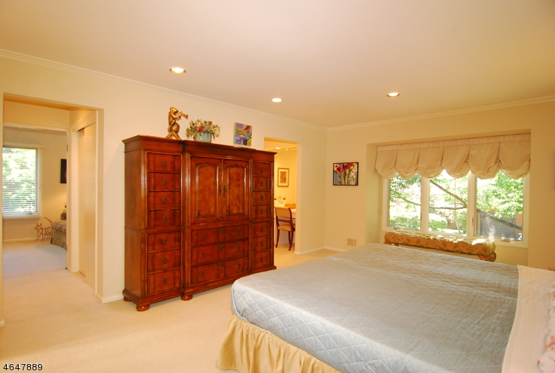 Additional photo for property listing at 11 Cummings Circle  West Orange, Nueva Jersey 07052 Estados Unidos