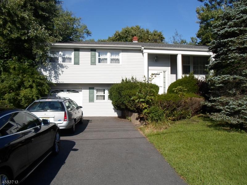 Maison unifamiliale pour l Vente à 19 Greenrale Avenue Wayne, New Jersey 07470 États-Unis