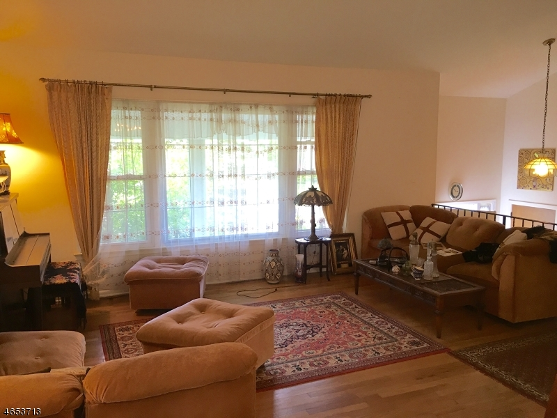 Additional photo for property listing at 19 Greenrale Avenue  韦恩, 新泽西州 07470 美国