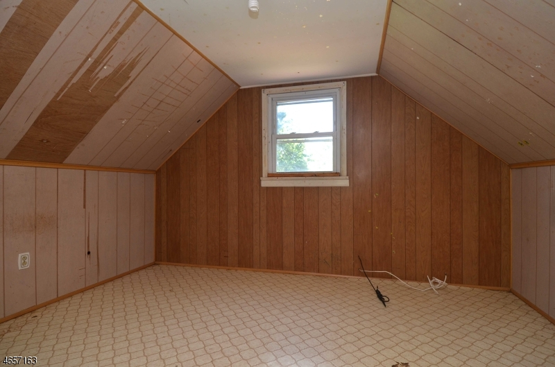 Additional photo for property listing at 8 Riverside Drive  Pequannock, Nueva Jersey 07440 Estados Unidos