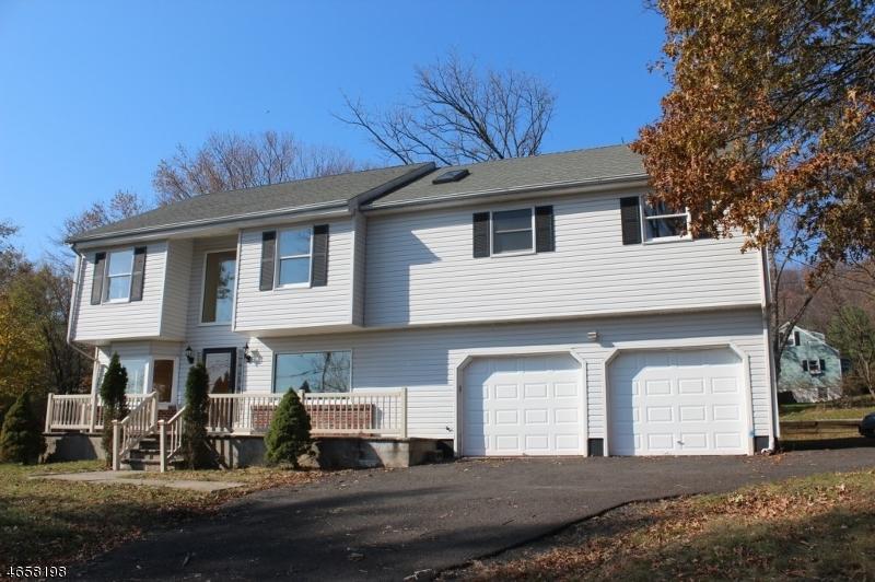 Частный односемейный дом для того Аренда на 1325-29 ROCK Avenue Plainfield, 07060 Соединенные Штаты