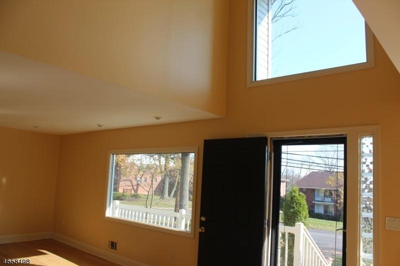 Additional photo for property listing at 1325-29 ROCK Avenue  Plainfield, Нью-Джерси 07060 Соединенные Штаты
