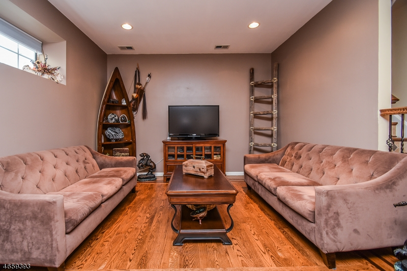 Additional photo for property listing at 586 Windsor Drive  Palisades Park, New Jersey 07650 États-Unis