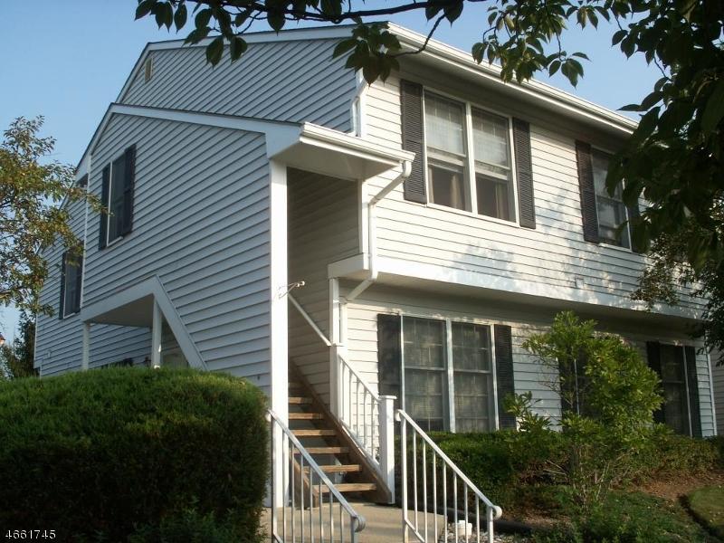Maison unifamiliale pour l à louer à 302 KINGBIRD Court Three Bridges, New Jersey 08887 États-Unis