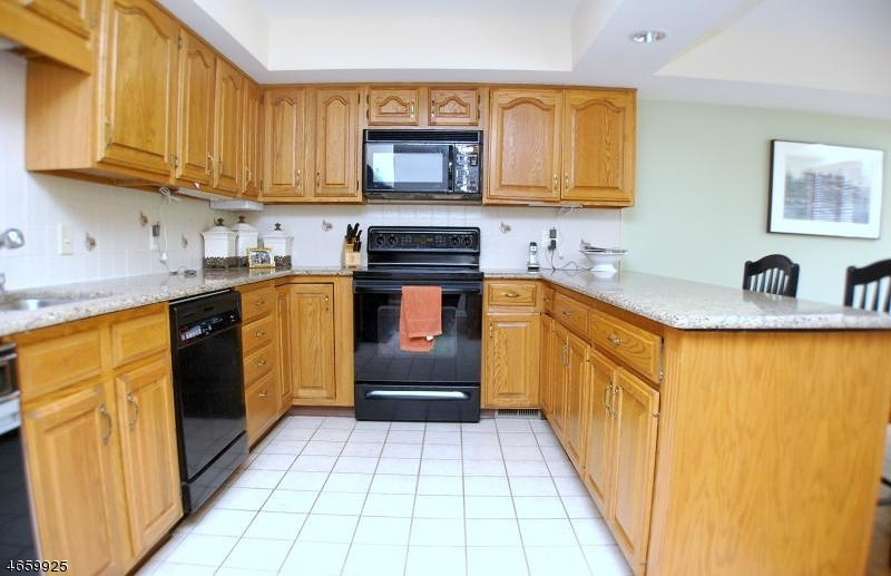 Additional photo for property listing at 3 Stone Row Lane  Oak Ridge, New Jersey 07438 United States