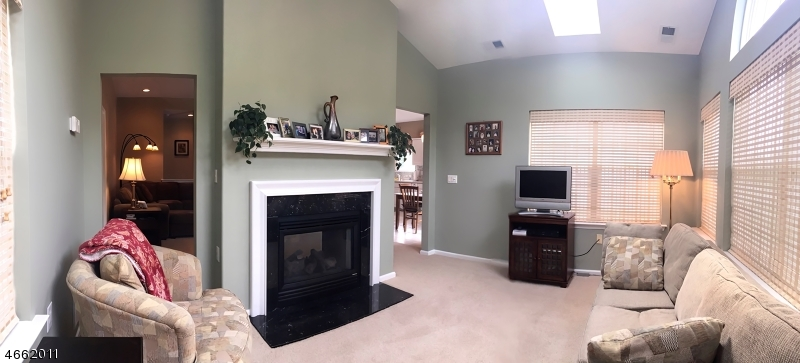 Additional photo for property listing at 39 Esplanade Drive  Somerset, New Jersey 08873 États-Unis