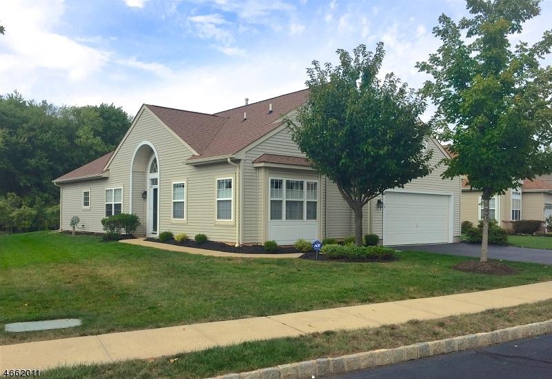 Maison unifamiliale pour l Vente à 39 Esplanade Drive Somerset, New Jersey 08873 États-Unis