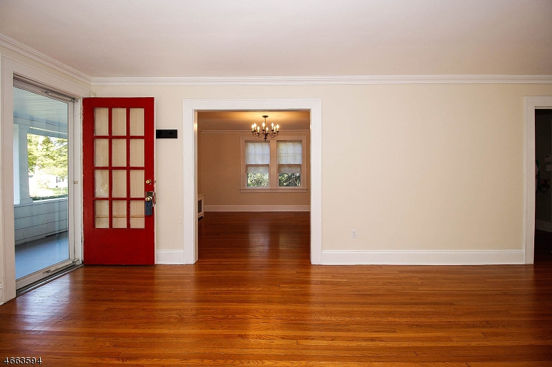 Additional photo for property listing at 146 Center Street  Clinton, New Jersey 08809 États-Unis