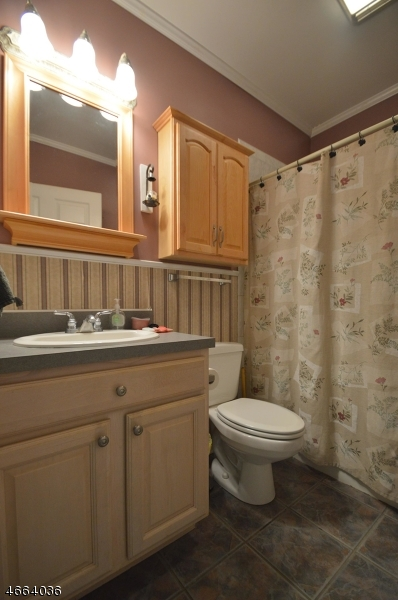 Additional photo for property listing at 29 Lincoln Street  Raritan, Нью-Джерси 08869 Соединенные Штаты