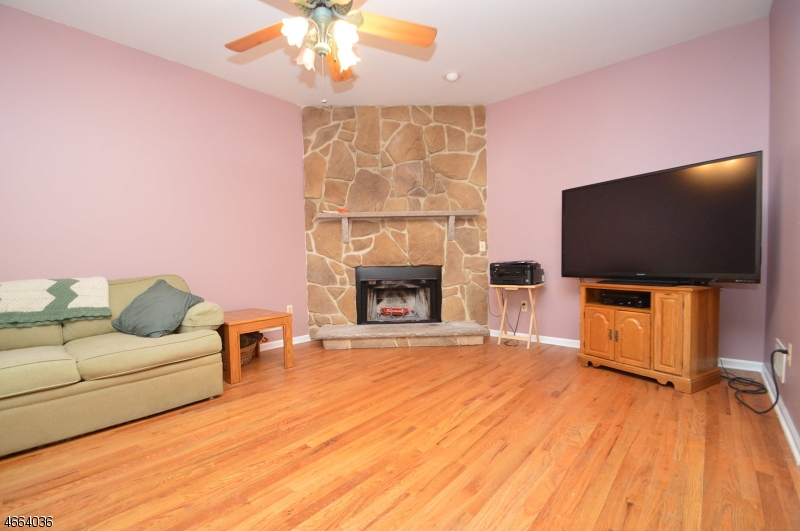 Additional photo for property listing at 29 Lincoln Street  Raritan, 新泽西州 08869 美国