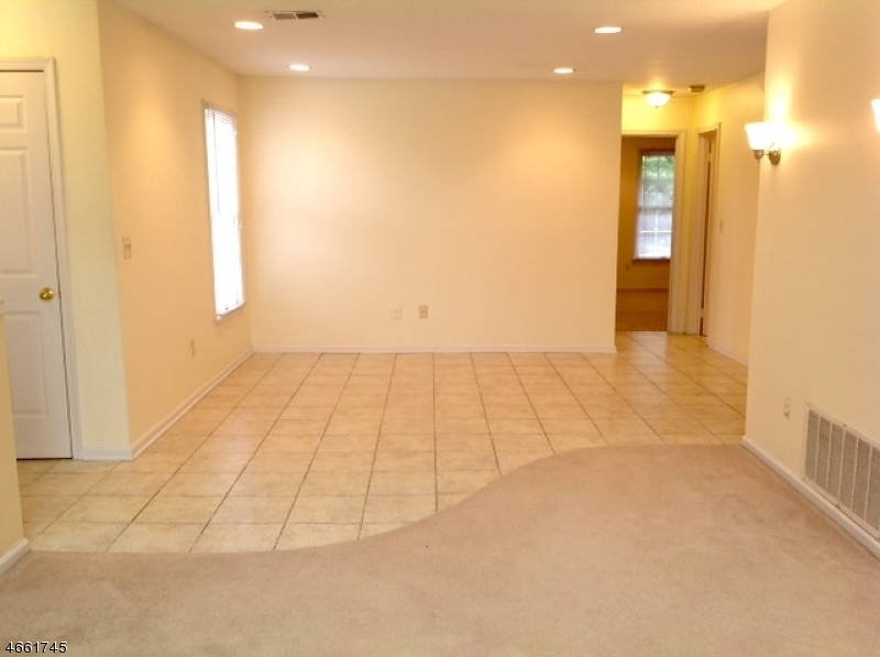 Additional photo for property listing at 302 KINGBIRD Court  Three Bridges, Нью-Джерси 08887 Соединенные Штаты