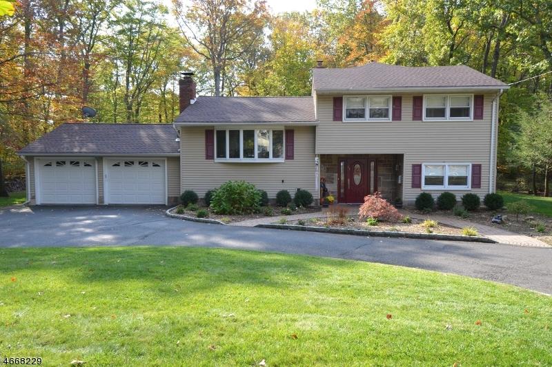 Частный односемейный дом для того Продажа на 17 CEELY Court Allendale, 07401 Соединенные Штаты