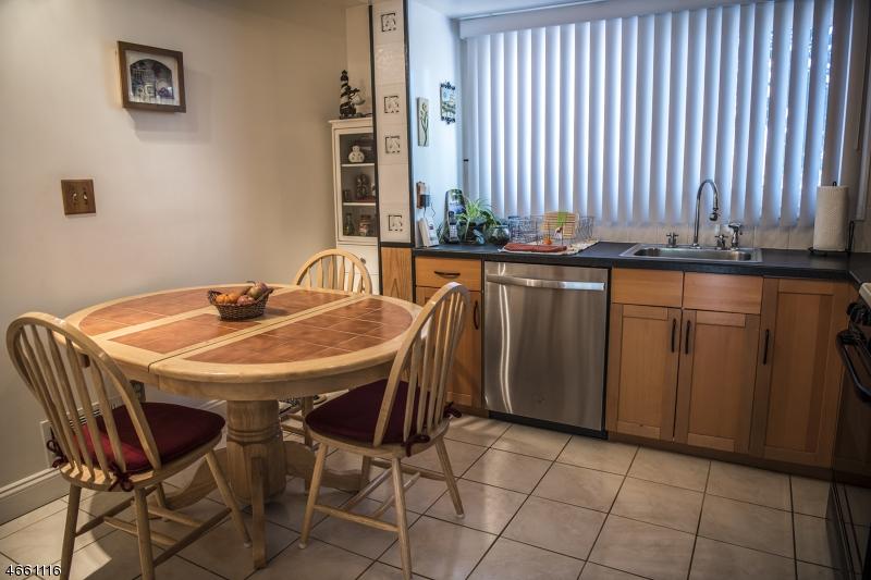 Additional photo for property listing at 34 Southwynde Drive  Denville, Нью-Джерси 07834 Соединенные Штаты