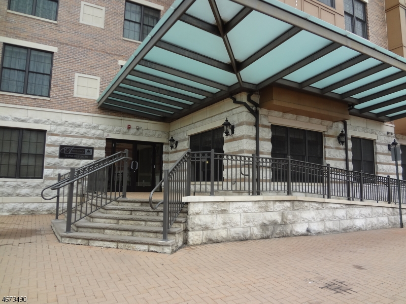 Частный односемейный дом для того Аренда на 54 Polifly Road Hackensack, Нью-Джерси 07601 Соединенные Штаты