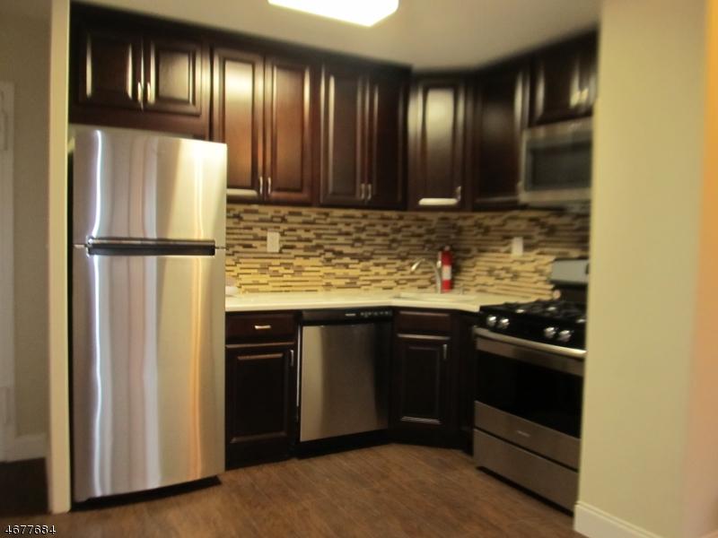 独户住宅 为 出租 在 285 Aycrigg Avenue Passaic, 新泽西州 07055 美国