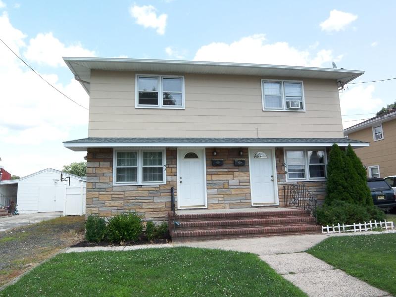 Casa Unifamiliar por un Alquiler en 93-95 S 15TH Avenue Manville, Nueva Jersey 08835 Estados Unidos