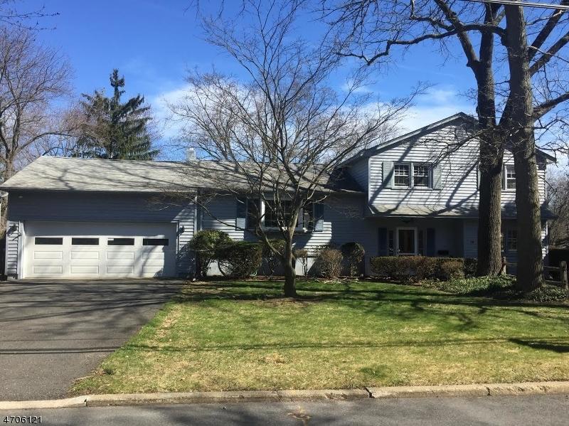 Maison unifamiliale pour l Vente à 10 Kayeton Road Allendale, New Jersey 07401 États-Unis