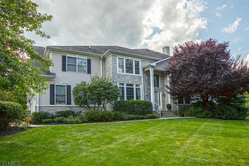 Maison unifamiliale pour l Vente à 2 Schweinberg Drive Roseland, New Jersey 07068 États-Unis