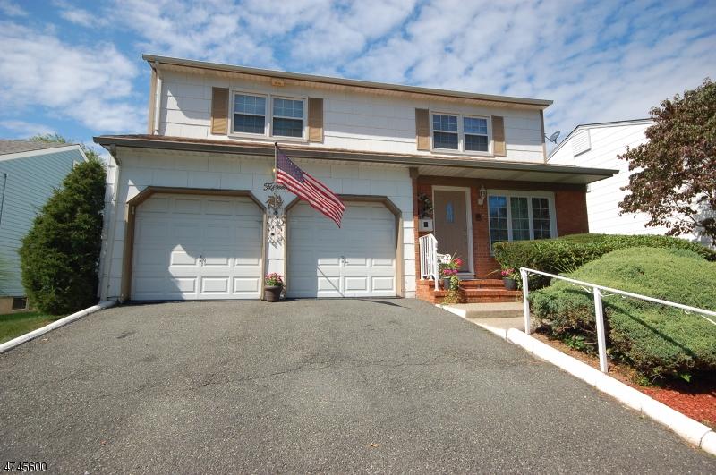 独户住宅 为 销售 在 15 George Street 15 George Street 布鲁姆菲尔德, 新泽西州 07003 美国