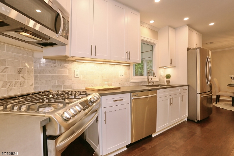 Single Family Home for Sale at 28 Princeton Place Glen Rock, New Jersey 07452 United States