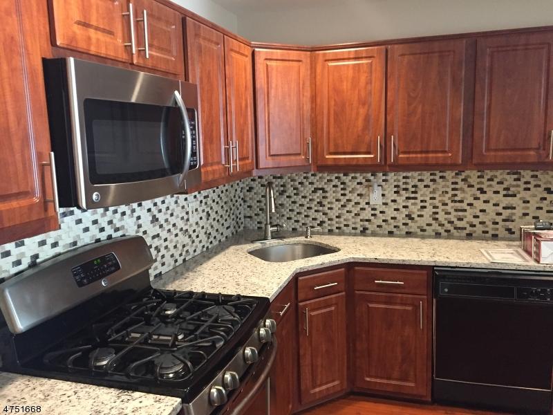 Casa Unifamiliar por un Alquiler en 101 CASTLE RIDGE Drive East Hanover, Nueva Jersey 07936 Estados Unidos