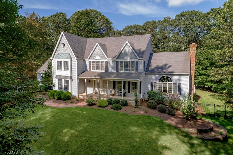 Maison unifamiliale pour l Vente à 765 Backhus Estate Road Lebanon, New Jersey 08826 États-Unis